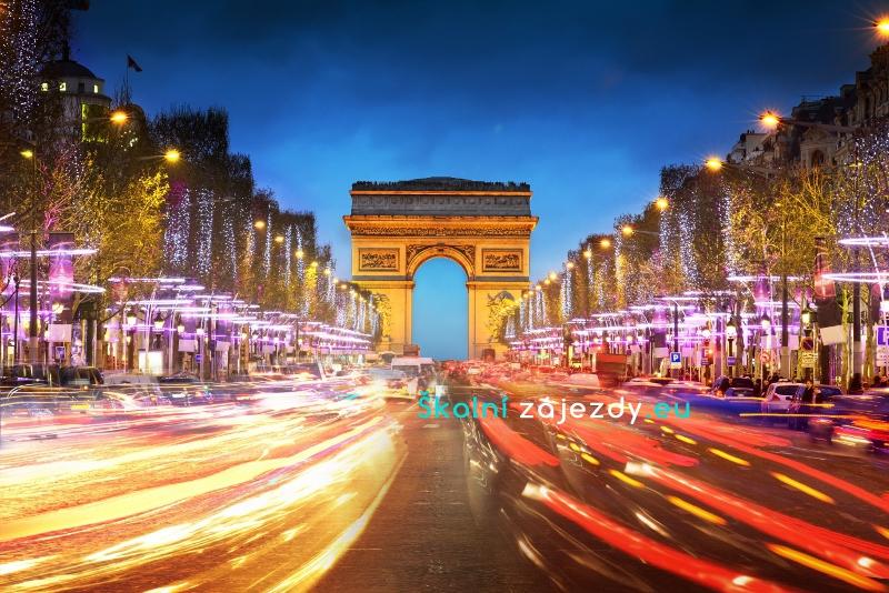 Školní zájezd do Paříže - vánočně vyzdobená Champs Elysées