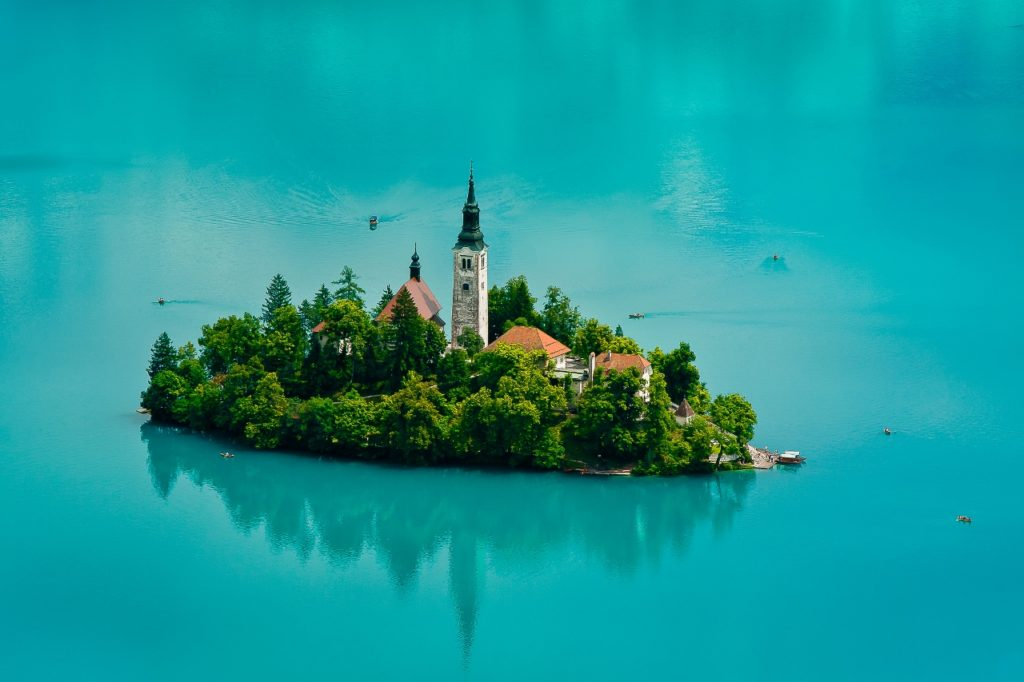 Jezero Bled s fotogenickým ostrůvkem