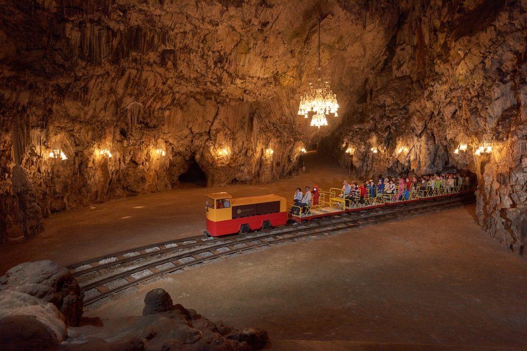 Postojenská jeskyně